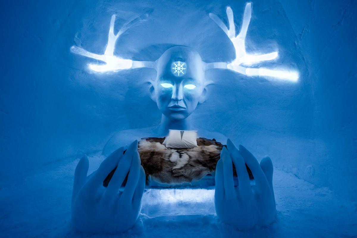 Queen of the north, by Emilie Steele and Sebastian Dell'Uva, is one of the incredible rooms available in the 28th Icehotel