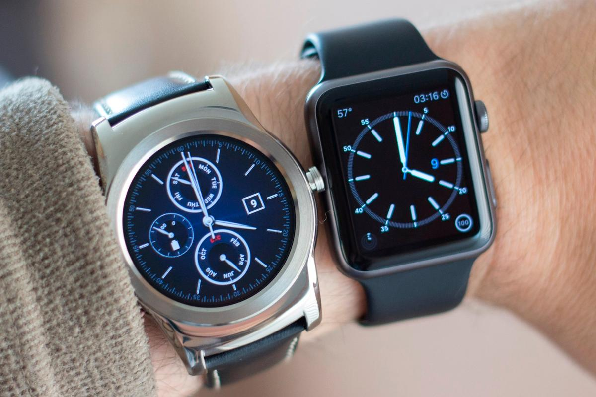 Gizmag goes hands-on (erm, wrists-on) with the LG Watch Urbane (left) and Apple Watch Sport