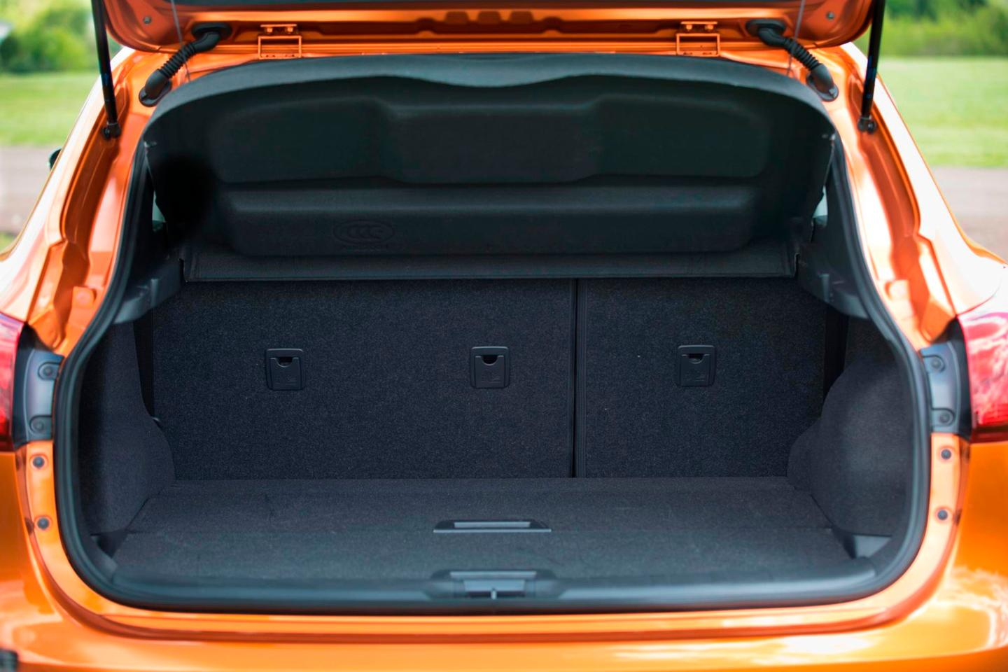 Cargo in the 2017 Rogue Sport is at 22.9 cubic ft (648.5 l) behind the second row and 61.1 cubic ft (1,730 l) with the second row folded