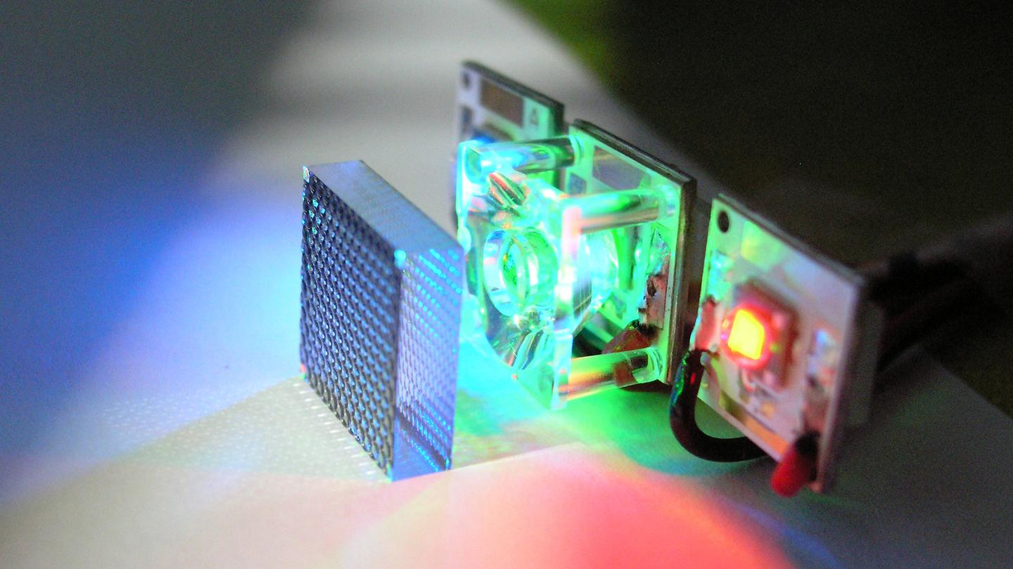 The Fraunhofer smartphone projector actually consists of an array of 200 microprojectors