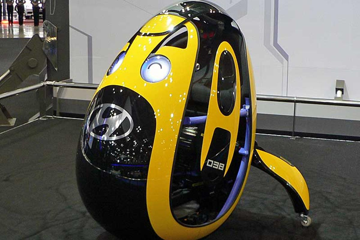 "The egg-shaped ""E4U"" personal mobility vehicle concept (Photo: Nikkei Tech-On)"