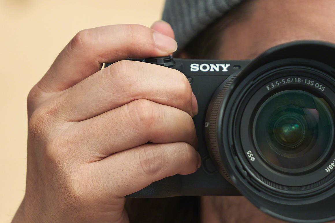 Sony adds two new cameras to APS-C line-up