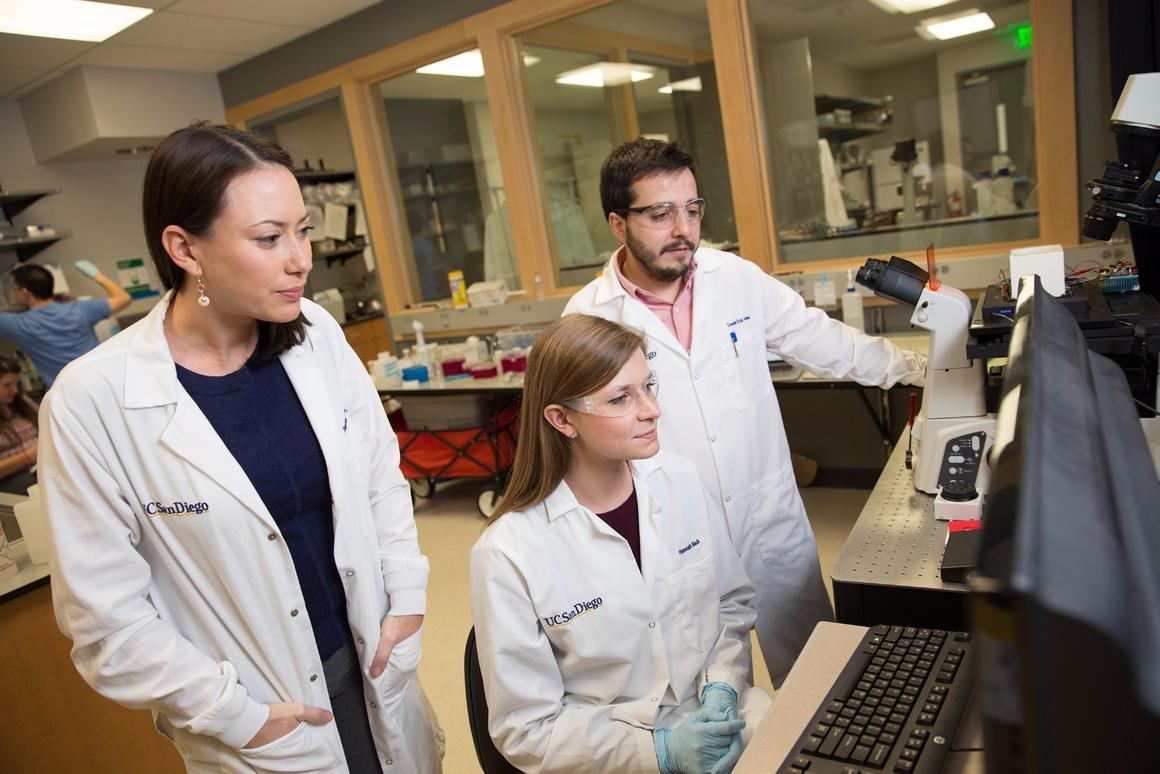 Stephanie Fraley (left) reviews bacterial DNA meltcurve data with her graduate students