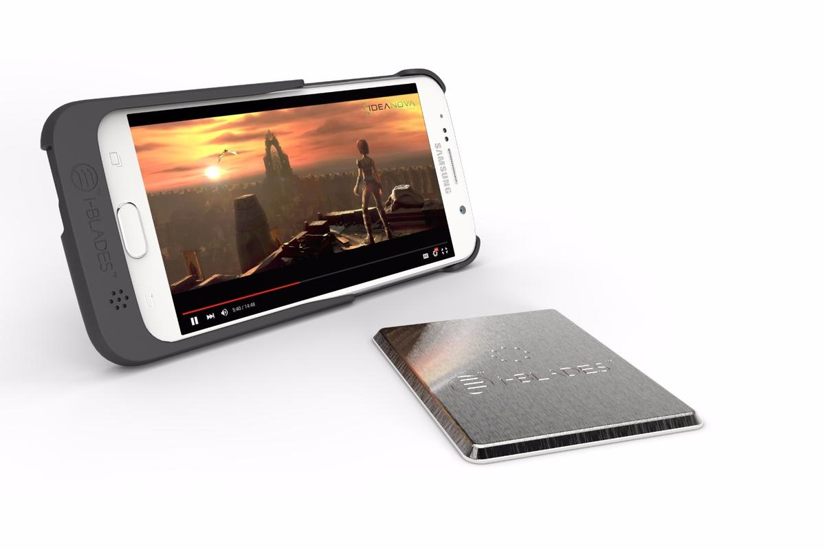 The i-Blades and IdeaNova mobile platform delivers movies on the go