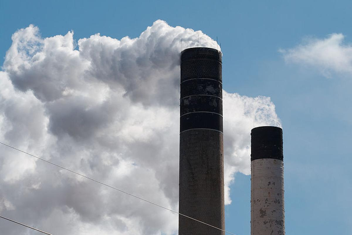 Metal-organic frameworks could be used to filter carbon from smokestack emissions (Photo: Dori)