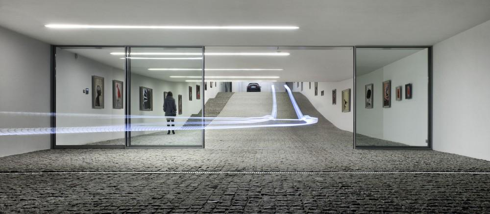 The tunnel also contains the owner's sizable art collection (Photo: Juliusz Sokołowski)