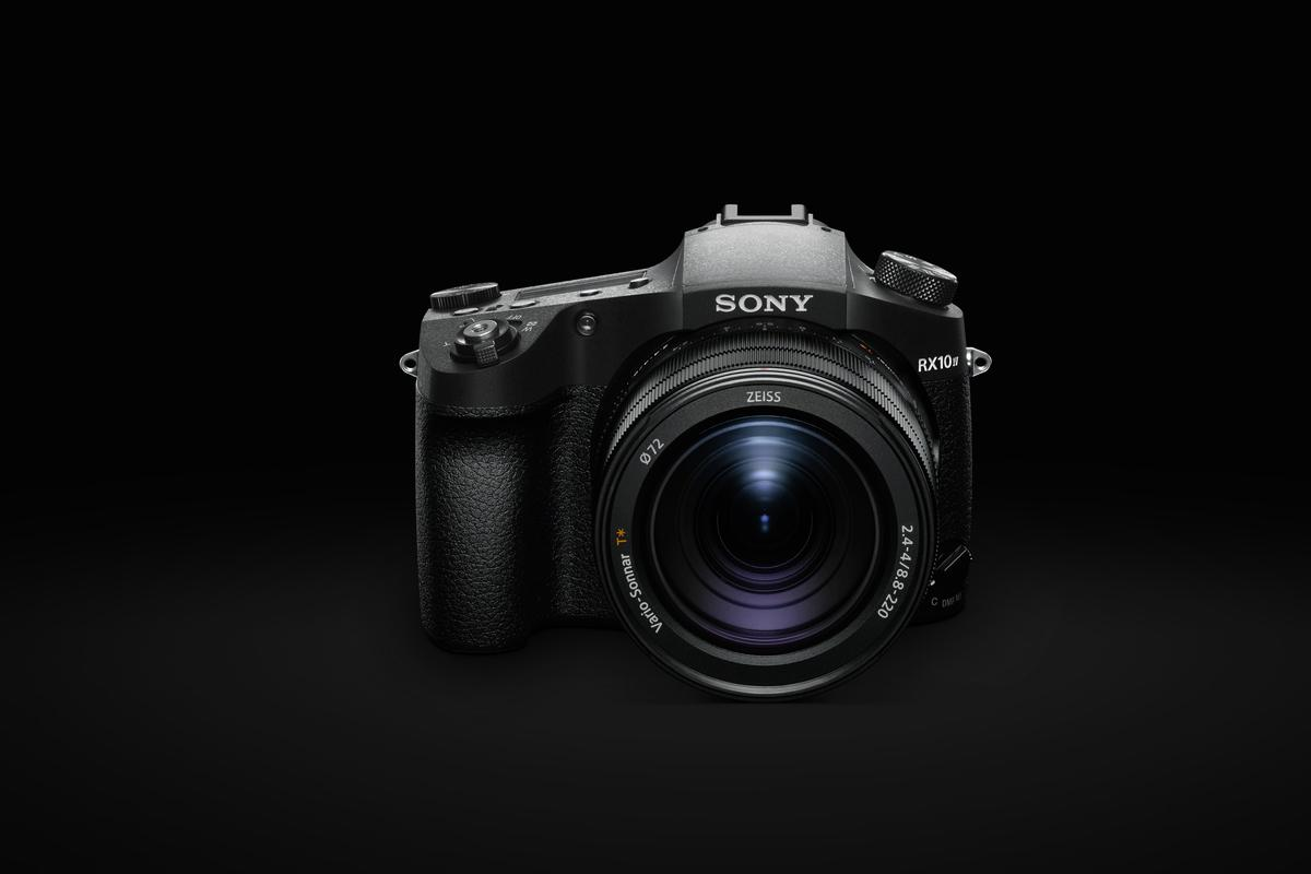The Cyber-shot RX10IV has the world's fastest AF speed, and impressive 24 fps continuous shooting