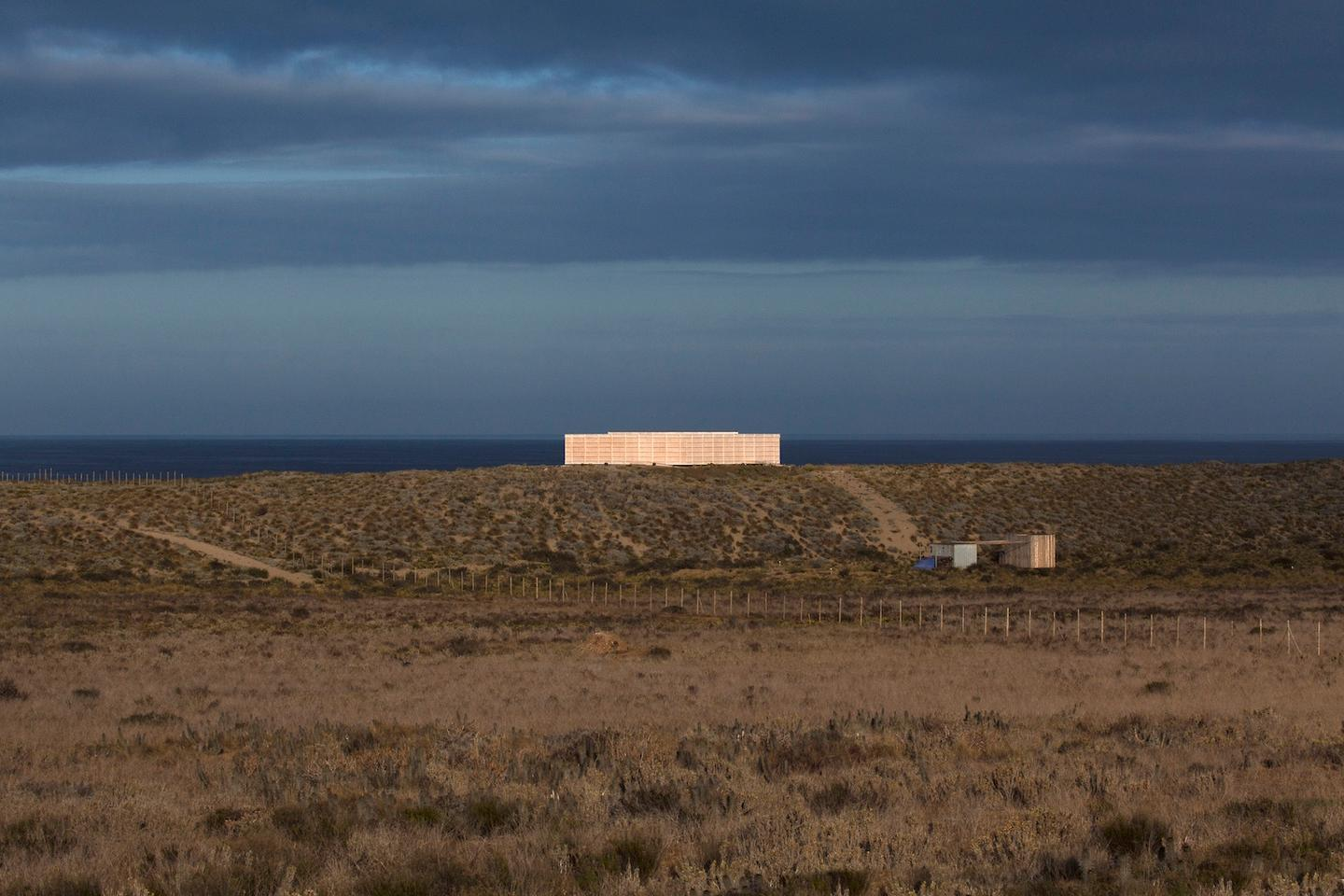 The House in Morrillos is located atop a dunein Morrillos,Chile