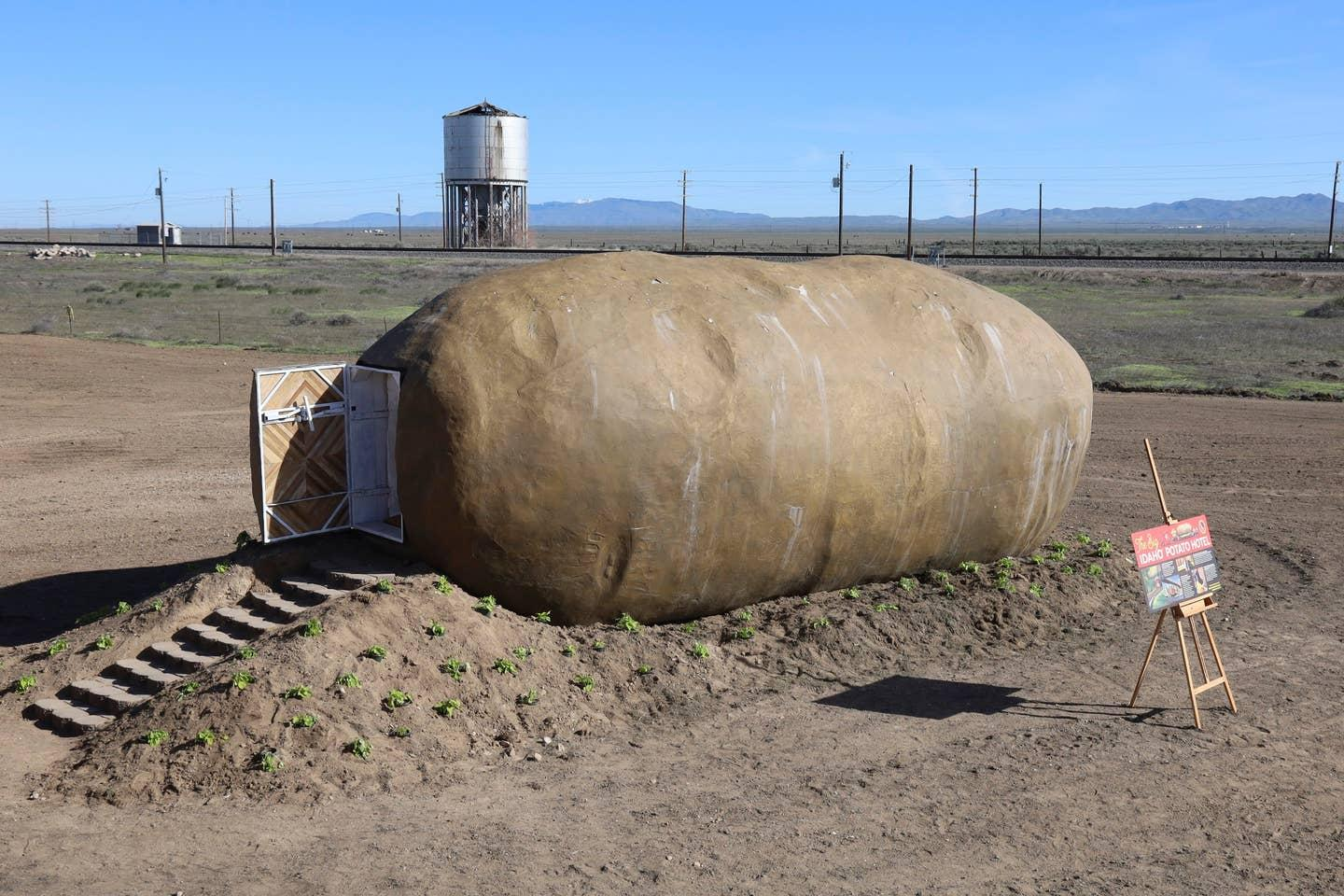 The Big Idaho Potato Hotel is located on a large 400 acre (161 hectare) farm in Idaho