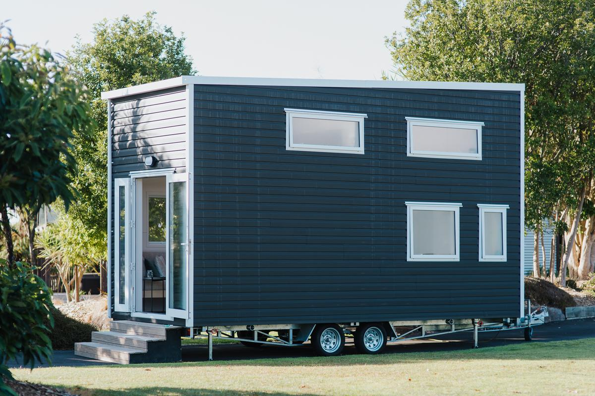 The Bitser Tiny House measures 6 m (20 ft) long and weight comes in at 3,230 kg (7,120 lb)