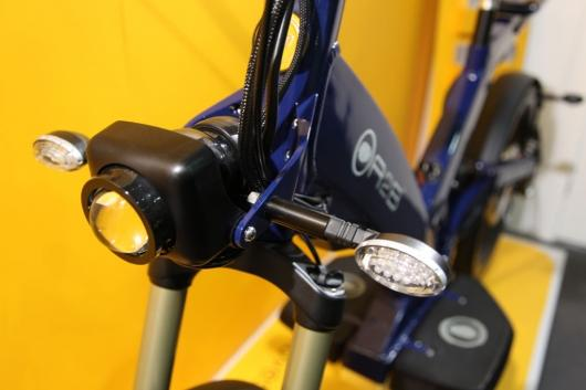 The Ultra Motor Excel features a headlamp and indicators