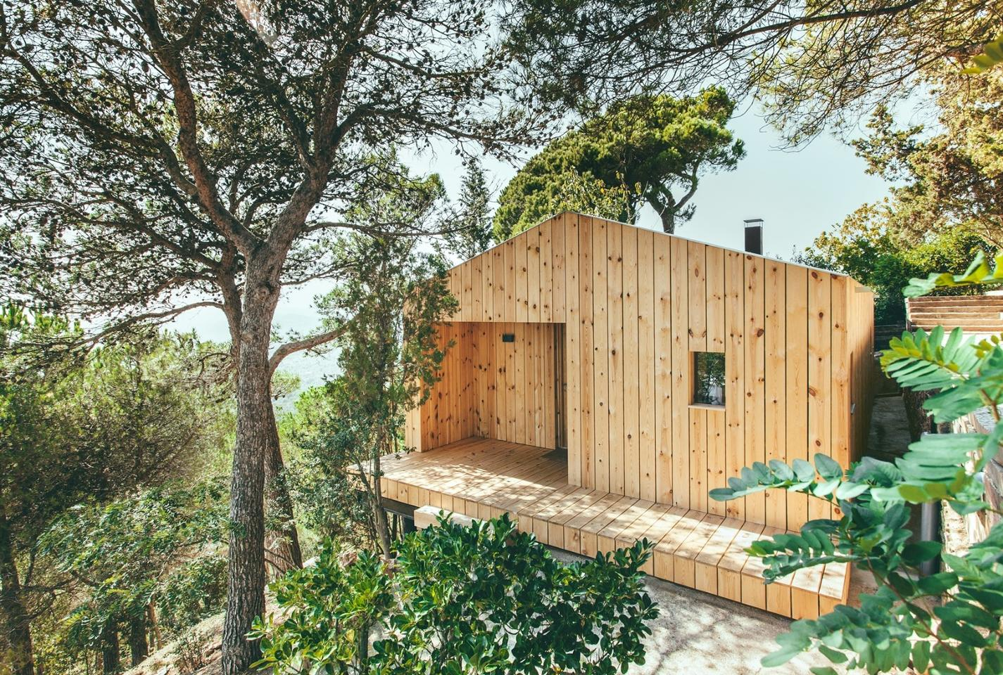 Wood Studio House is located in Sant Cugat, Spain