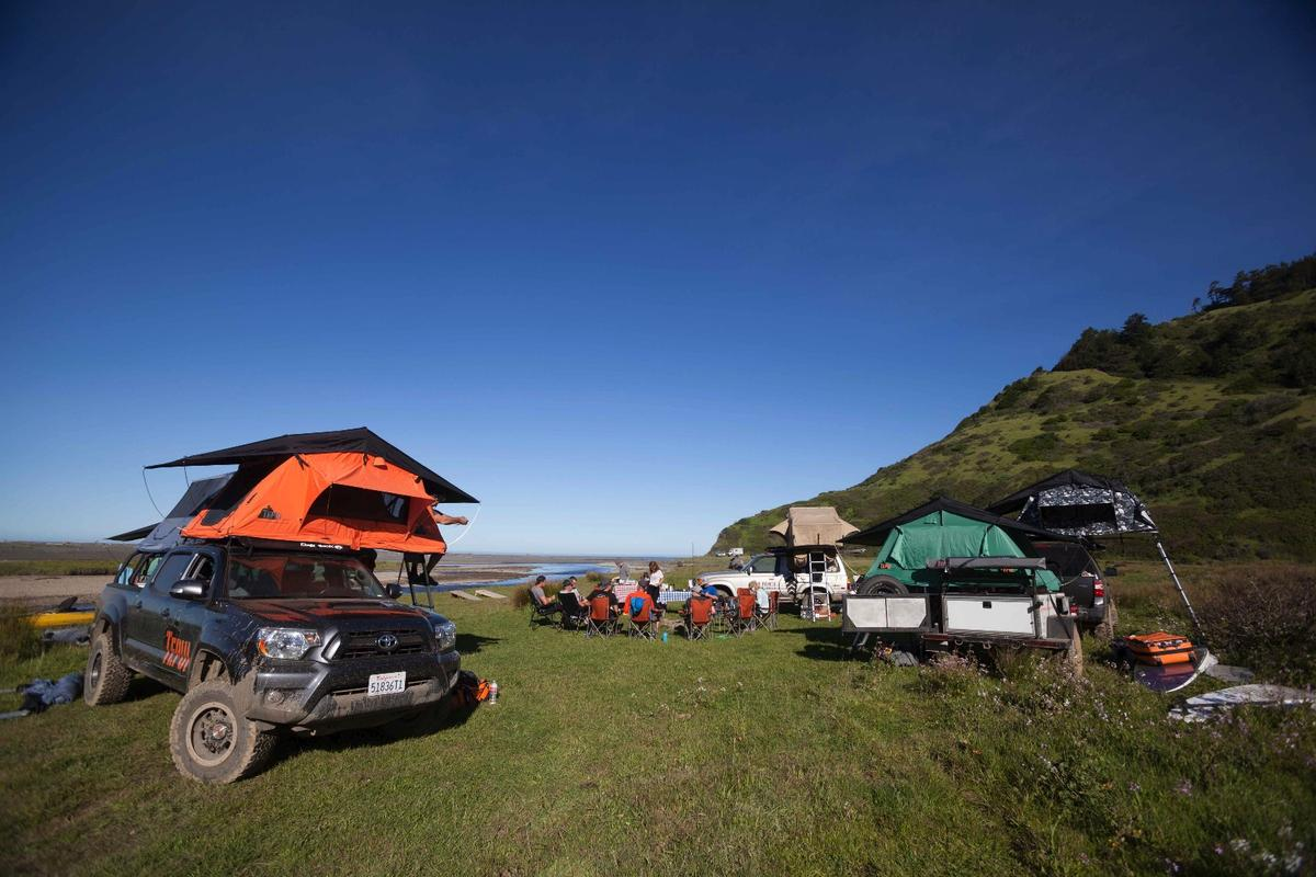 We had a total of eightroof-top tents splitbetween the trucks, SUVs and trailers