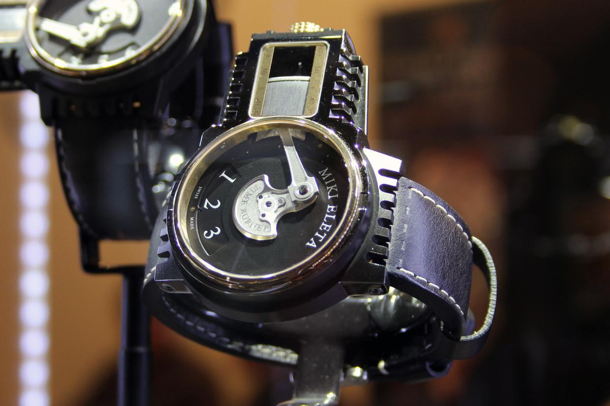 The watch offers industrial styling and an unconventional representation of time (Photo: Chris Wood/Gizmag)