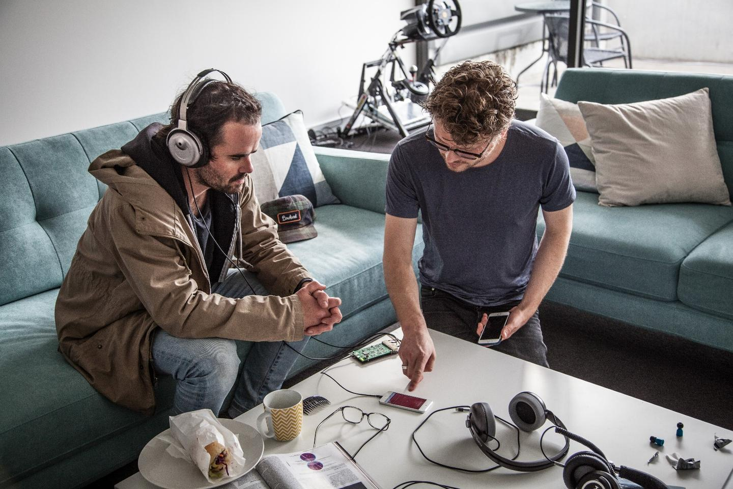 Gizmag's Nick Lavars with Nura's Kyle Slater, testing the Nuraphone adaptive headphones