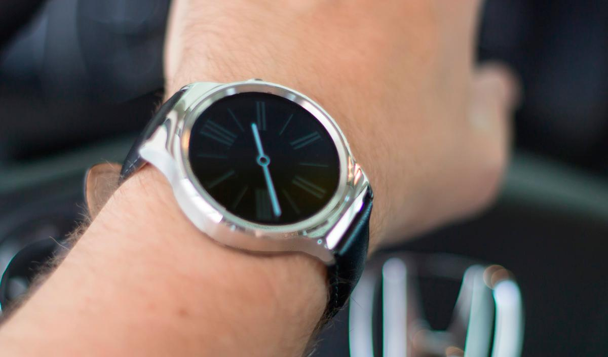 The Huawei Watch easily lasts more than a day, even with its always-on clock face setting turned on