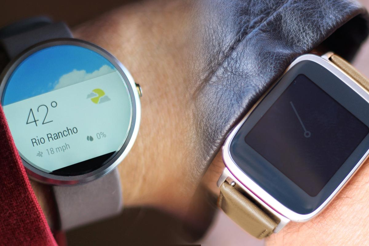 Gizmag takes a hands-on look at two of the best-looking smartwatches of 2014, the Moto 360 (left) and Asus ZenWatch (Photo: Will Shanklin/Gizmag.com)
