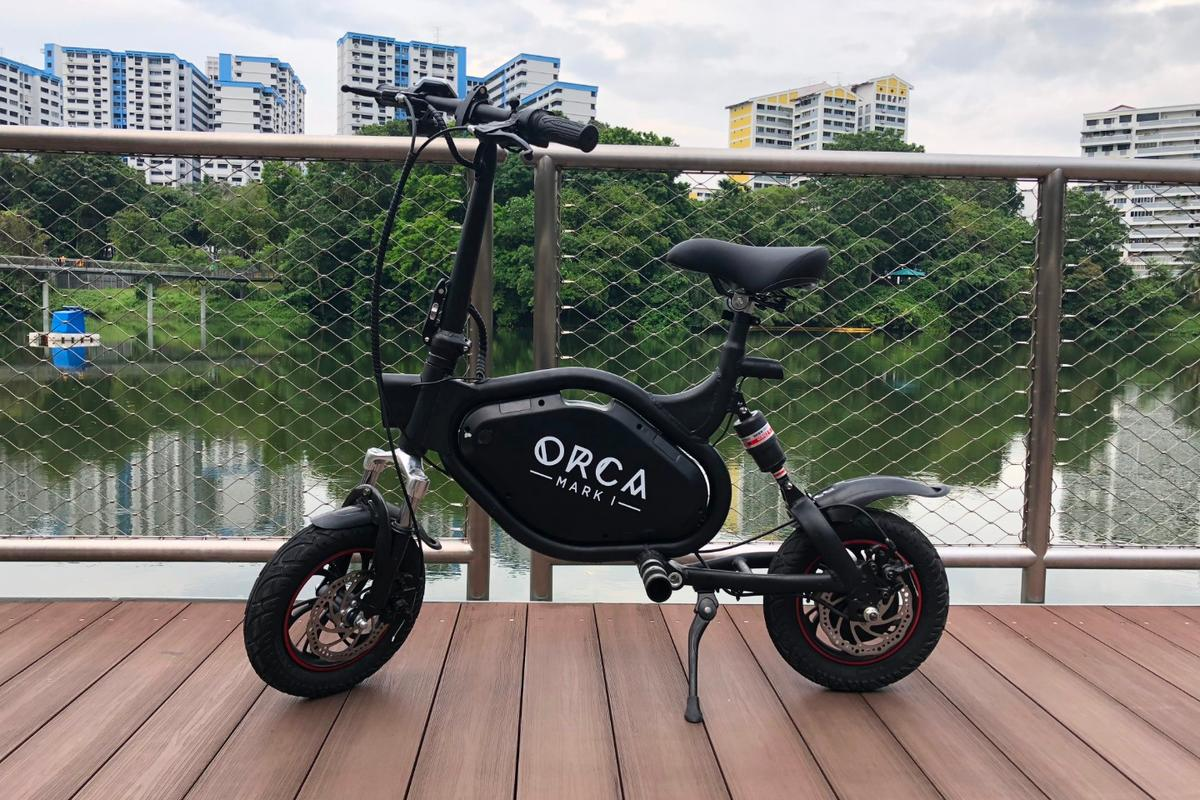 Up to 60 km per charge, a top speed of 33 km/h, weather-resistant design and built-in anti-theft alarm: The Orca Mark I folding electric scooter