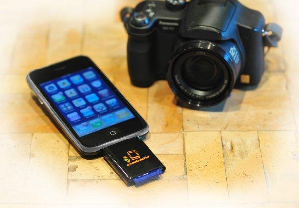 The zoomIt SD card reader for iPhone and iPod Touch