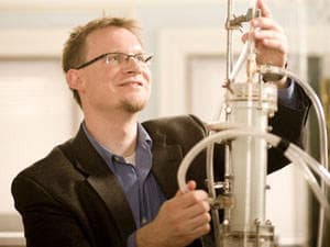 """Martin Saar, an Earth sciences faculty member, and graduate student Jimmy Randolph have devised a """"two-for-one"""" strategy to simultaneously produce renewable energy and reduce the presence of harmful carbon dioxide in the atmosphere (Image courtesy of University of Minnesota)"""