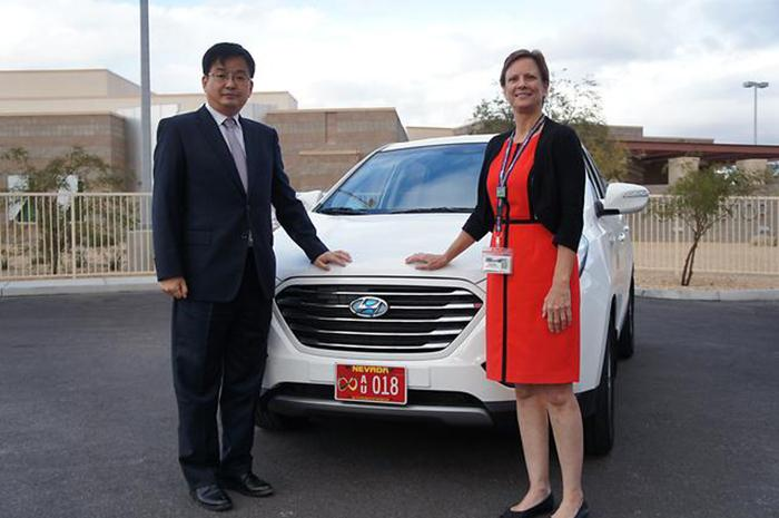 Tae-Won Lim, Vice President, Central Advanced Research and Engineering Institute of Hyundai Motor Group with Deputy Administrator of Nevada Department of Motor Vehicles, Robin Allender in front of a fully autonomous Tucson FCV