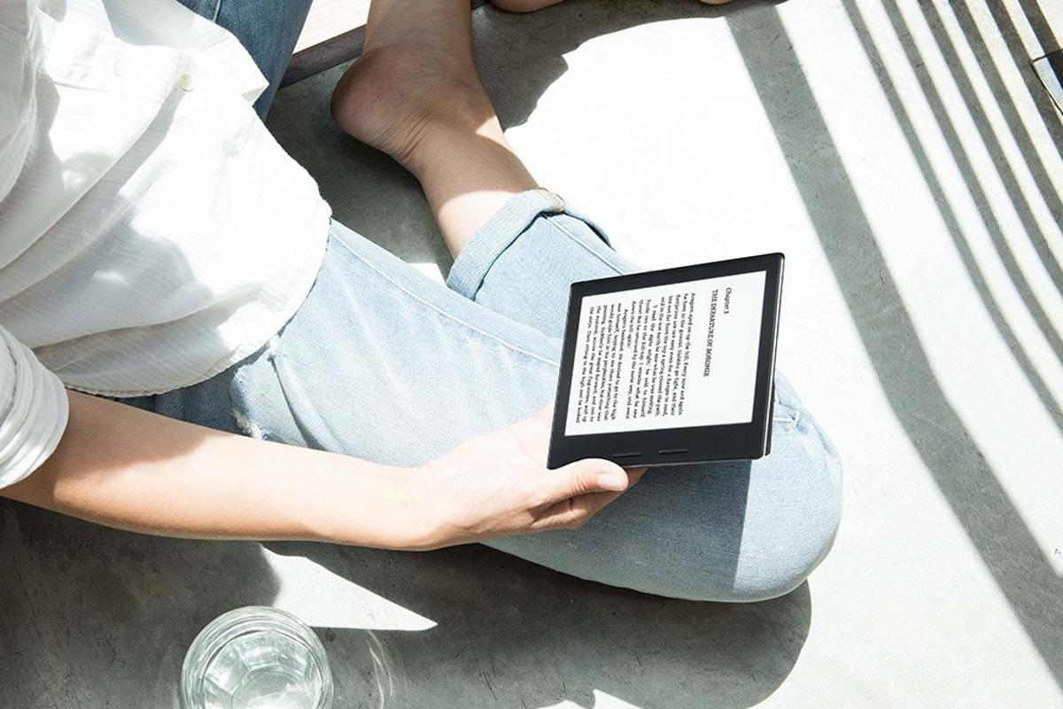 The Kindle Oasis has a grip that is intended to make the device easier to hold