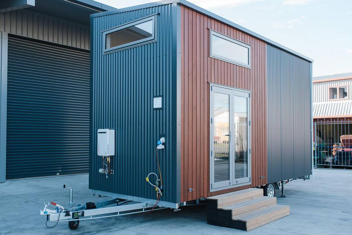 The Larissa and Tyler Tiny House cost roughly NZD 110,000 (US$71,600)