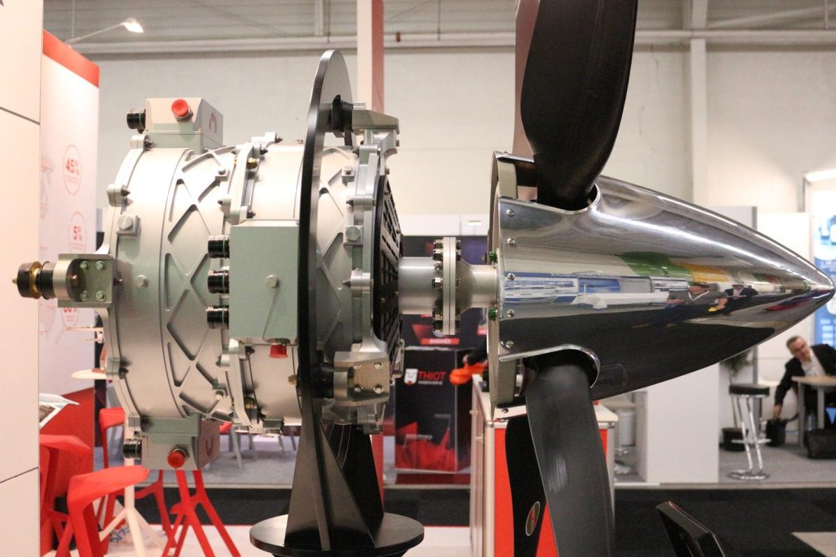 MagniX has developed an electric aircraft motor that does without standard components like cooling equipment and a speed reduction gearbox, enabling it to travel light