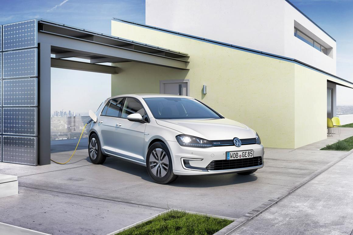 Volkswagen reports a range of 190 km (118 mi) on a single charge (depending on driving styles) with a top limited speed of 140 km/h (87 mph)