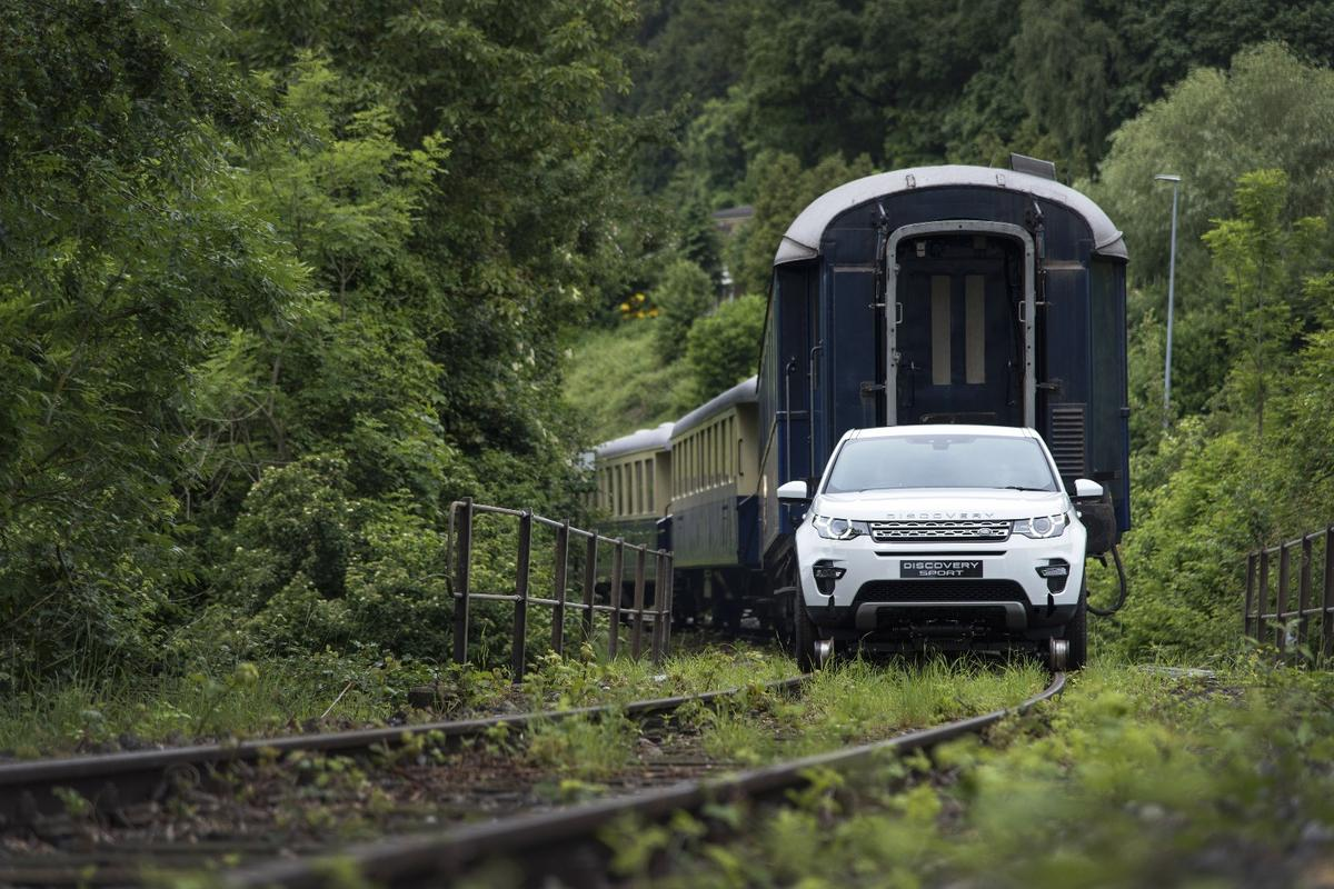 Land Rover used a Discovery Sport to tow 10-tonnes worth of train
