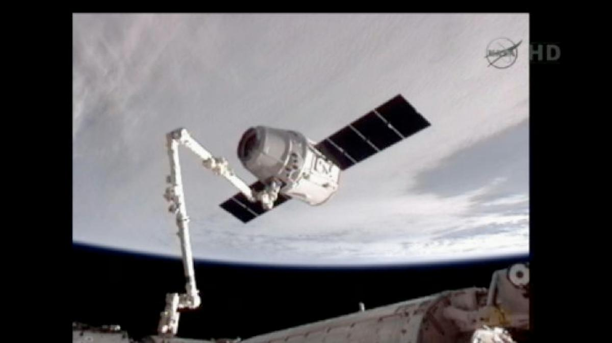 The Dragon spacecraft, held by the ISS manipulator arm (Image: NASA)