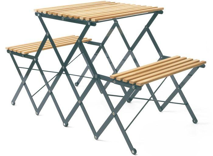 Klapptischbank Up Up Up opens out to form an all-in-one table and chairs large enough to accommodate up to four people