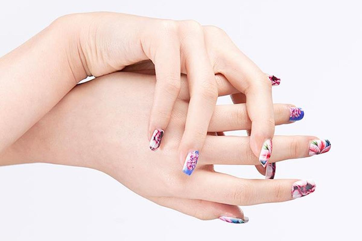 Fingernails2Go uses an inkjet printer to paint users' nails