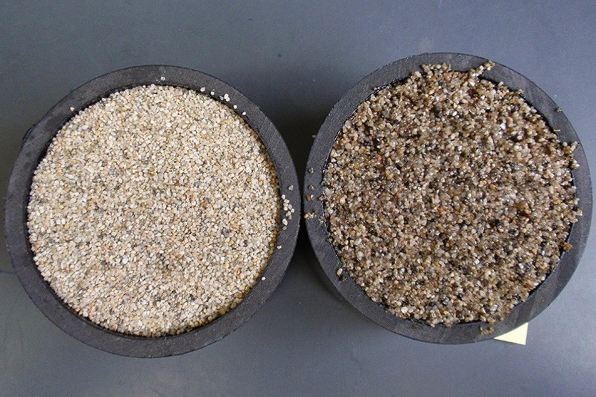 Cylinders of PVC pipe packed with uncoated sand (left) and polymerized soybean oil-coated sand (right)