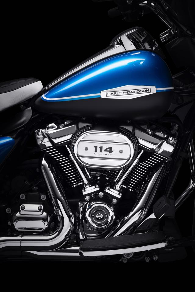 Harley-Davidson equipped the 2021 Electra Glide Revival with the largest version of the Milwaukee Eight V-Twin, measuring 114 cubic inches (1,868 cc)