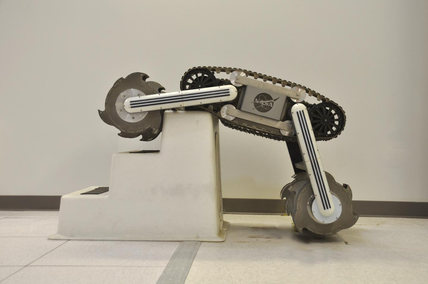 The RASSOR can climb over a large obstacle, such as a boulder on the moon - engineers on Earth used a stepping stool to challenge the robot (Photo: NASA)