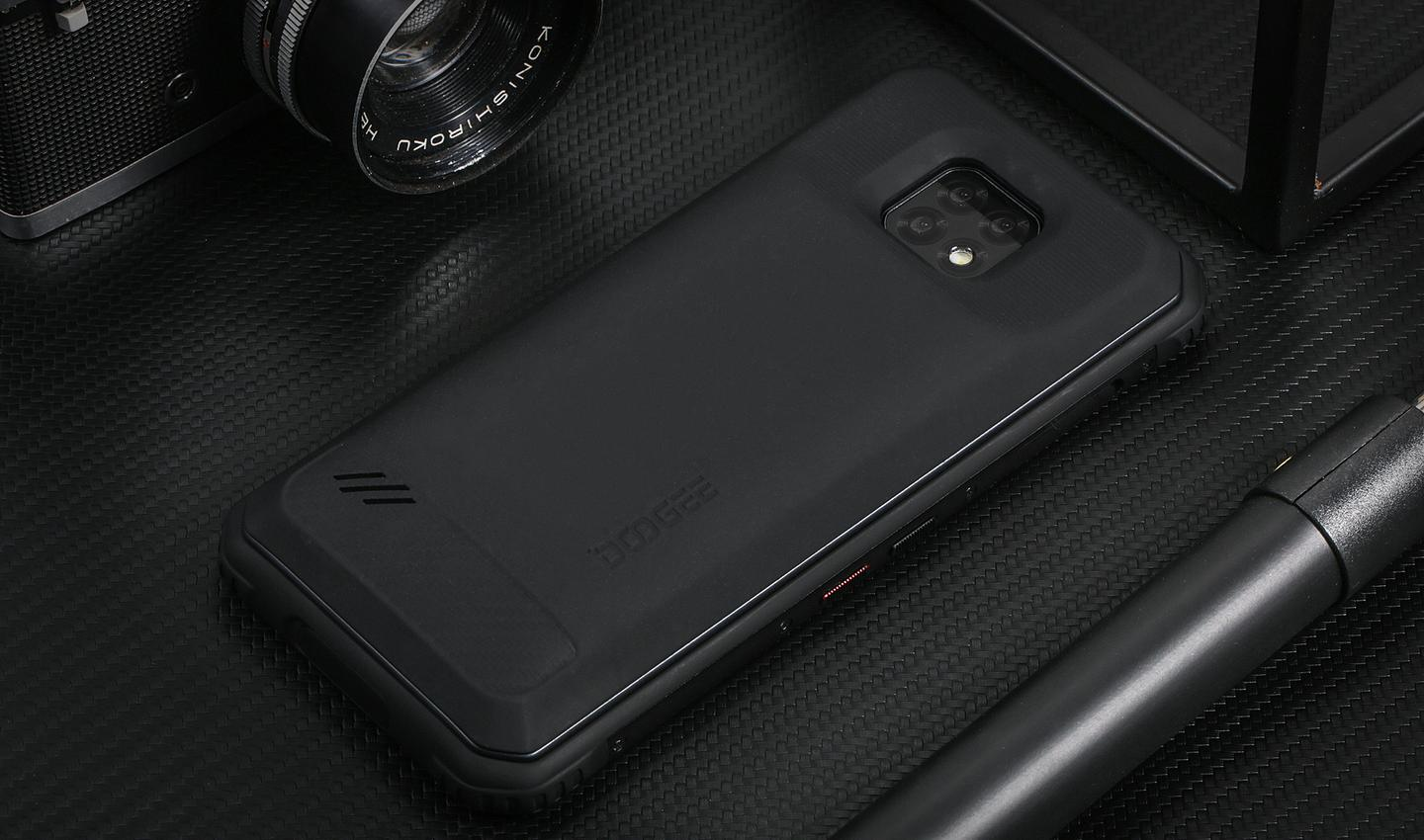 The Doogee S95 Pro power module adds an extra 3,500 mAh battery