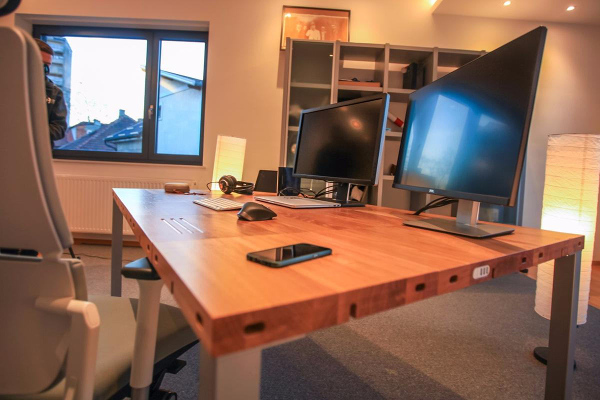 The size and shape of a Modulos Desk can be determined by the user
