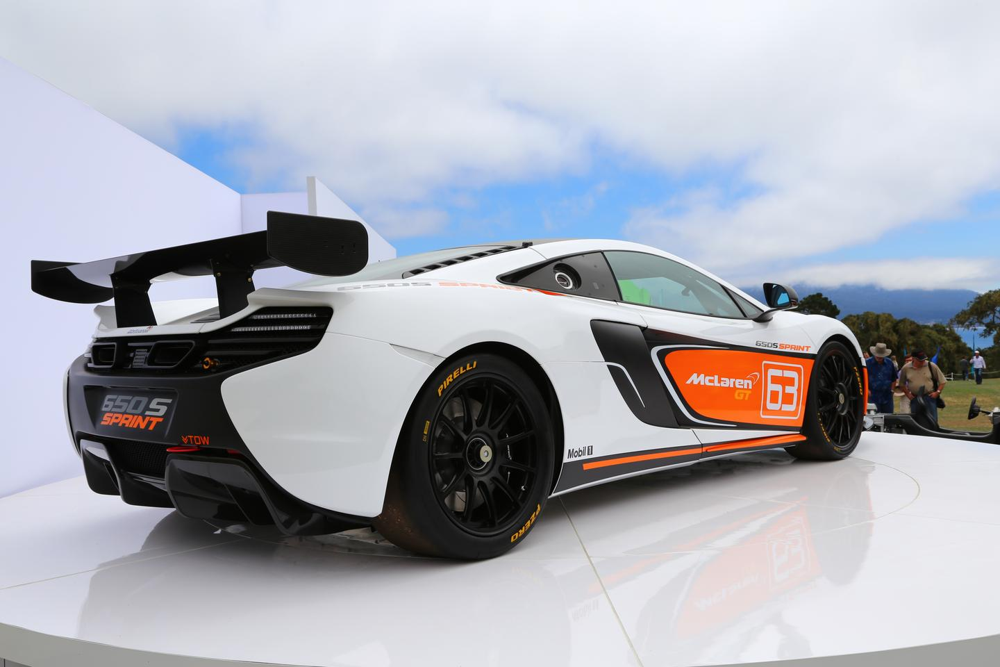McLaren's new track-inspired 650S Sprint greets visitors to the 2014 Concours d'Elegance atop Peter Hay hill (Photo: Angus MacKenzie/Gizmag.com)