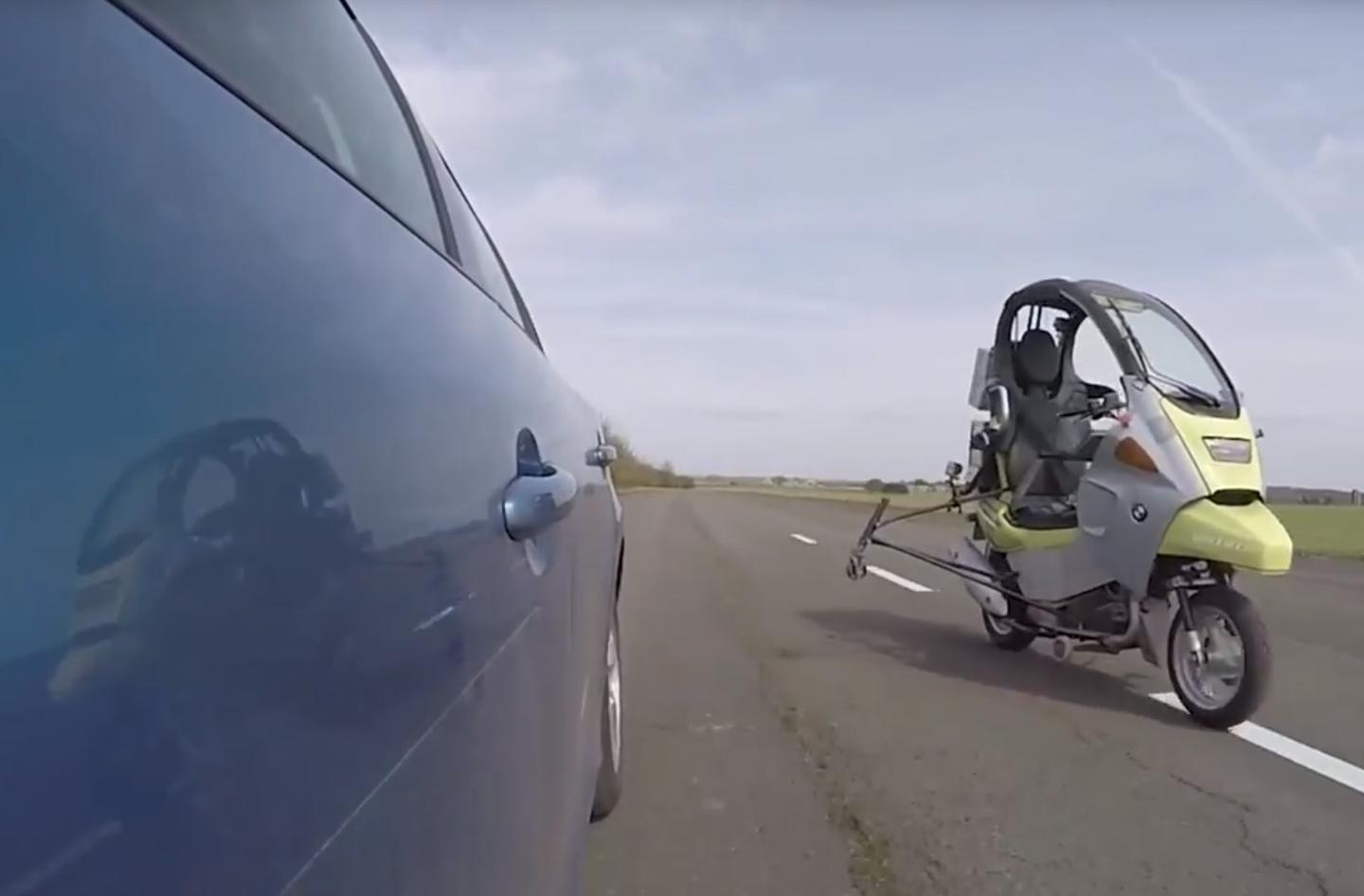 AB's self-driving scooter executes a quick overtaking move on a self-driving car