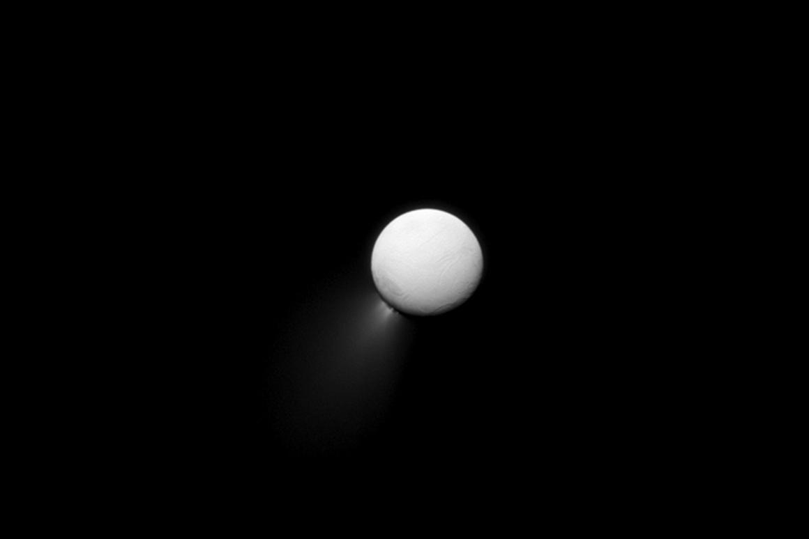 Image of Enceladus taken by Cassini depicting the moon's telltale ice/water vapor jets (Photo: NASA/JPL-Caltech/Space Science Institute)