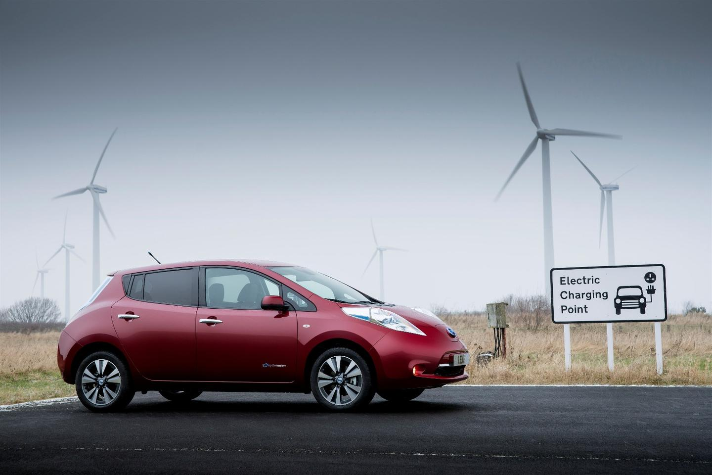 Nissan says there could be more EV chargers than gas stations in the UK by 2020