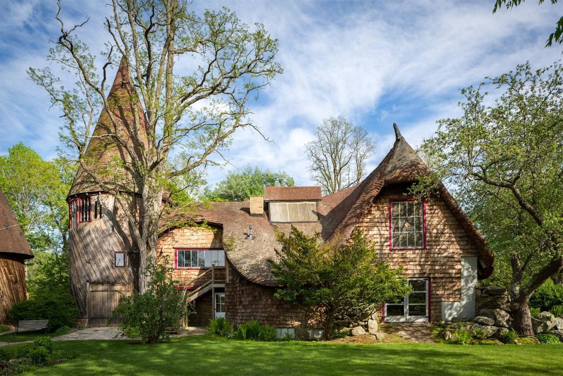 If you're looking to step back in time and have a cool US$2.2 million to put towards the cause, then the so-called Gingerbread House might be of interest