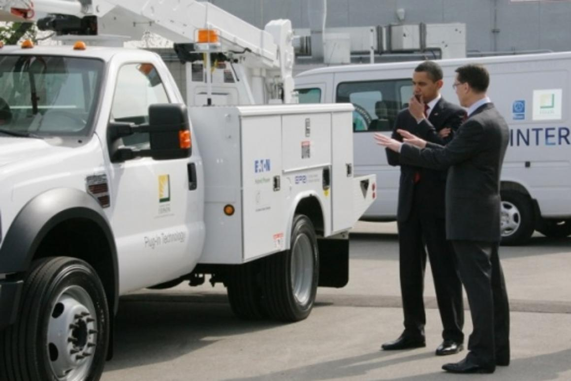 President Obama toured Southern California Edison in March 2009 to see the first of the F-550 Eaton-powered plug-in hybrid utility trucks to be placed in service