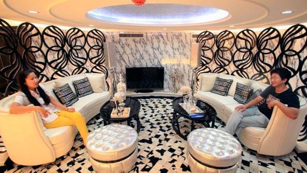 The VIP lounge on board Kiev(Image: Xinhua)