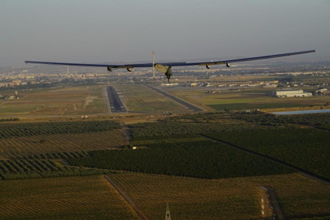 Solar Impulse 2 approaching touchdown in Seville