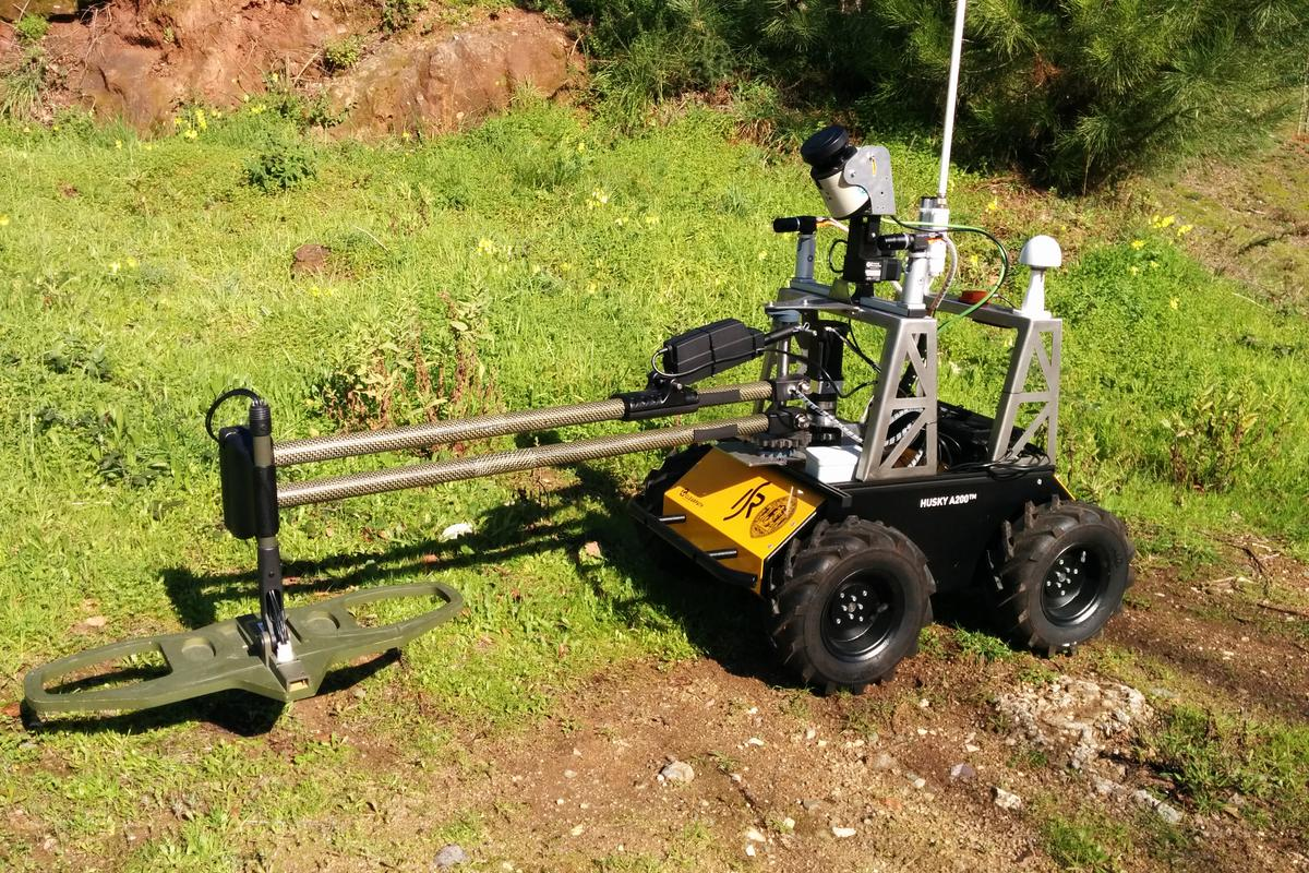 The University of Coimbra's minesweeping robot