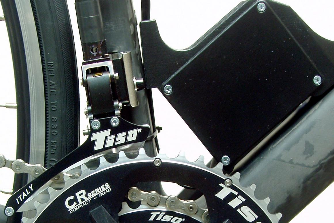 The Tiso system's control unit and front derailleur