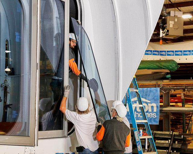 Installing the window of the 3D-printed home