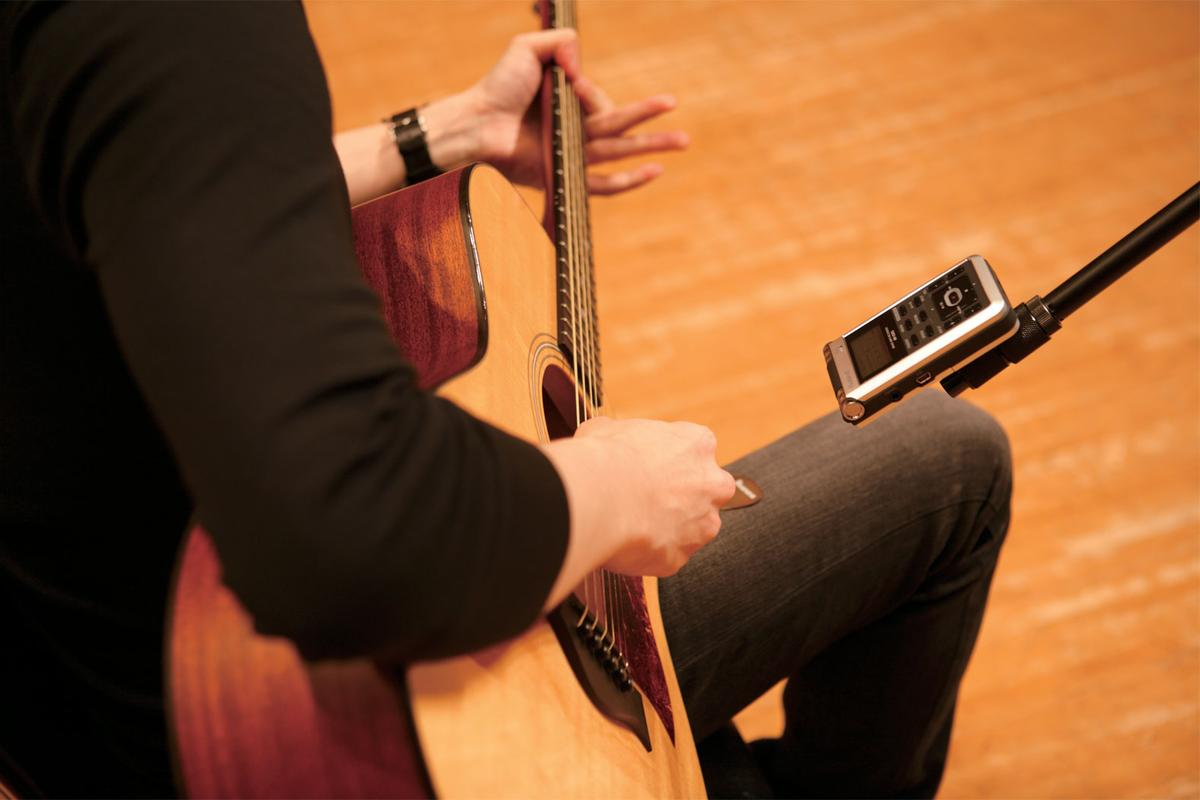 Roland's new R-05 pocket recorder is capable of capturing stereo audio at high quality, uncompressed 24-bit/96kHz resolution